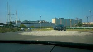 Mistrzowie parkowania: na rondzie obok Promenady