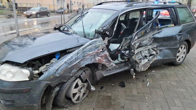 Zderzenie autobusu z autem w Ursusie. Jedna osoba ranna