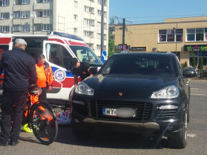 Porsche zderzyło się z rowerem na Grochowskiej
