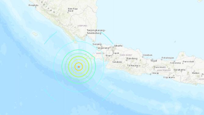 Ostrzeżenie przed tsunami po silnym trzęsieniu