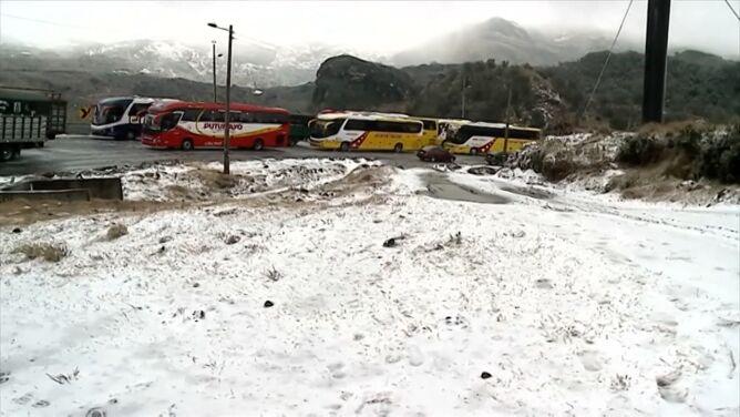 Atak zimy w Ekwadorze. <br />Kierowcy utknęli na autostradzie