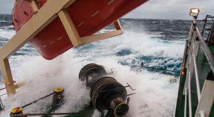 Polski statek napotkał sztorm na Oceanie Atlantyckim