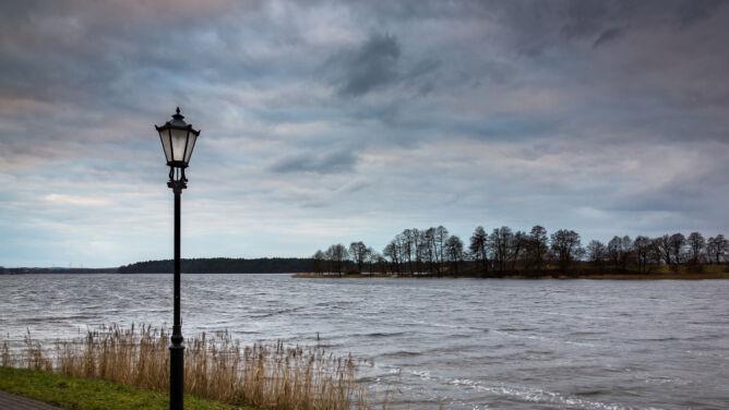 Prognoza pogody na dziś: zachmurzenie, deszcz i lokalnie 12 stopni