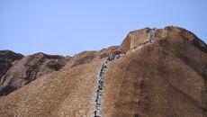 Uluru jest świętą górą Aborygenów (PAP/EPA/LUKAS COCH)